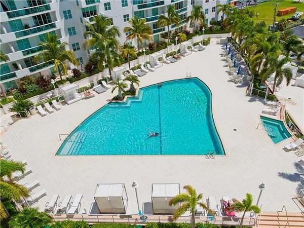 360 Condominium - Image 6